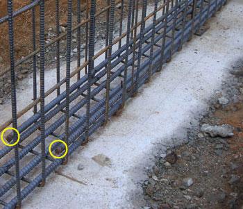 中央部トップ筋という ものもあります。(写真は宙づり(中吊り?)と呼ばれ... 鉄筋